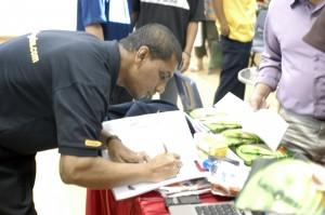 sign autograph... macam artis plak